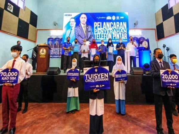 B40 students in Perak receive a digital helping hand